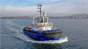 electric boat milestones- tugboat in Istanbul harbour