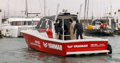1st sea trial of Yanmar/Toyota hydrogen fuel cell boat