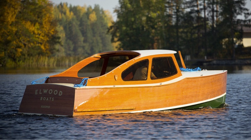 Elqood electric woodenboat on lake in Finland