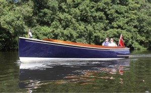 electric boat - cruising style