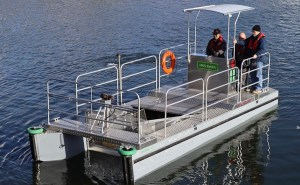 electric boat with hull for collecting trash
