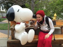 Snoopy and Lea share a cookie.