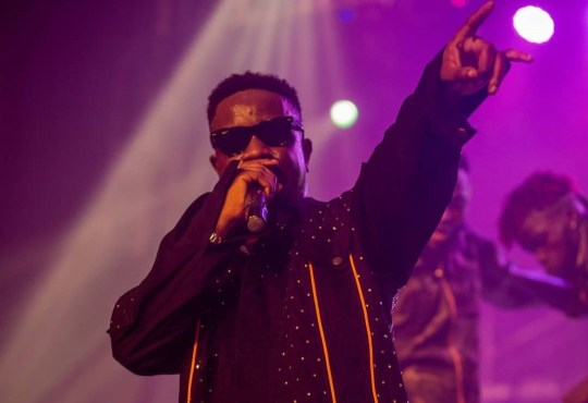 Sarkodie performing at Rapperholic18