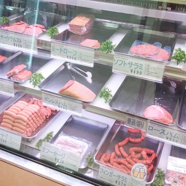 西荻窪にある美味しいハムとソーセージ専門店フランクフルトの店内