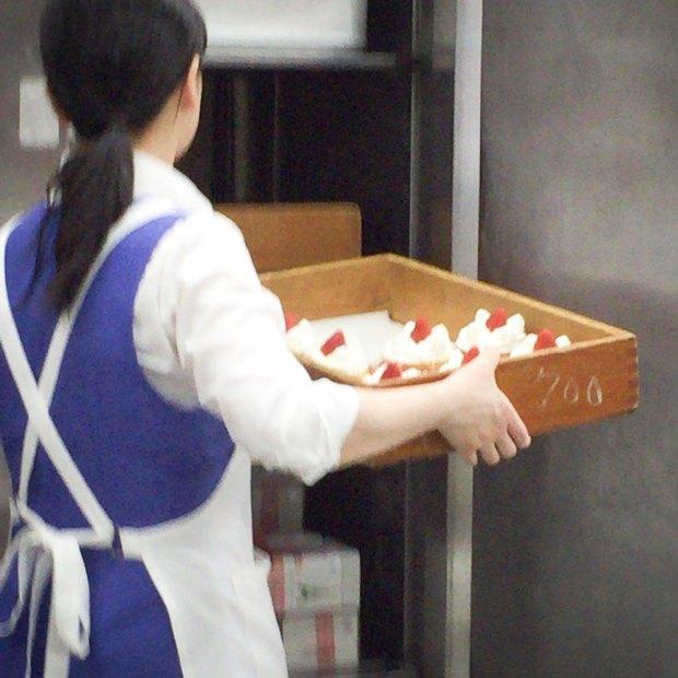 レトロなカフェ近江屋洋菓子店