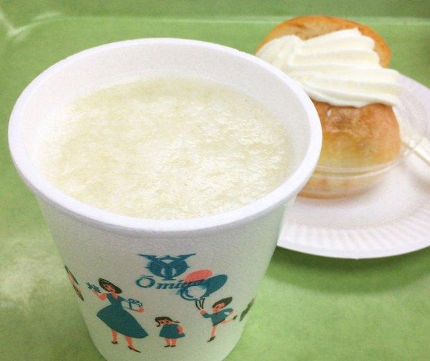 レトロなカフェ近江屋洋菓子店のフレッシュメロンジュース