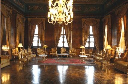 Period Interiors Downton Abbey Plum And Pea