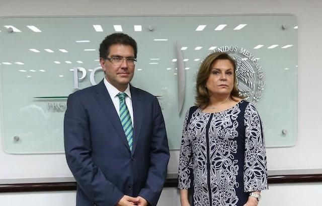 Ríos Piter con la Procuradora, Arely Gómez