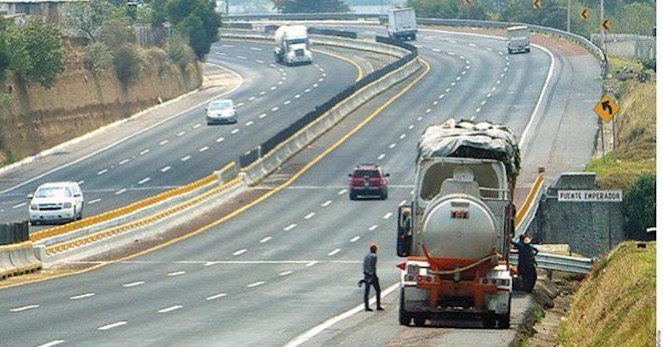 Transportistas admiten comprar diésel robado a huachicoleros.