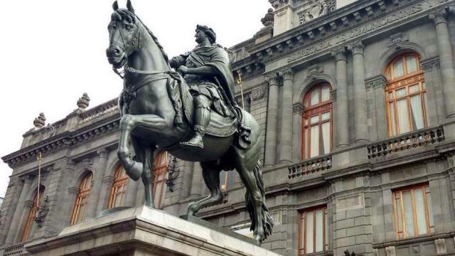 Caballito tolsá estatua ecuestre restaurada INAH CDMX