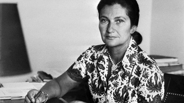Muró Simone Veil, activista feminista sobreviviente del Holocausto.