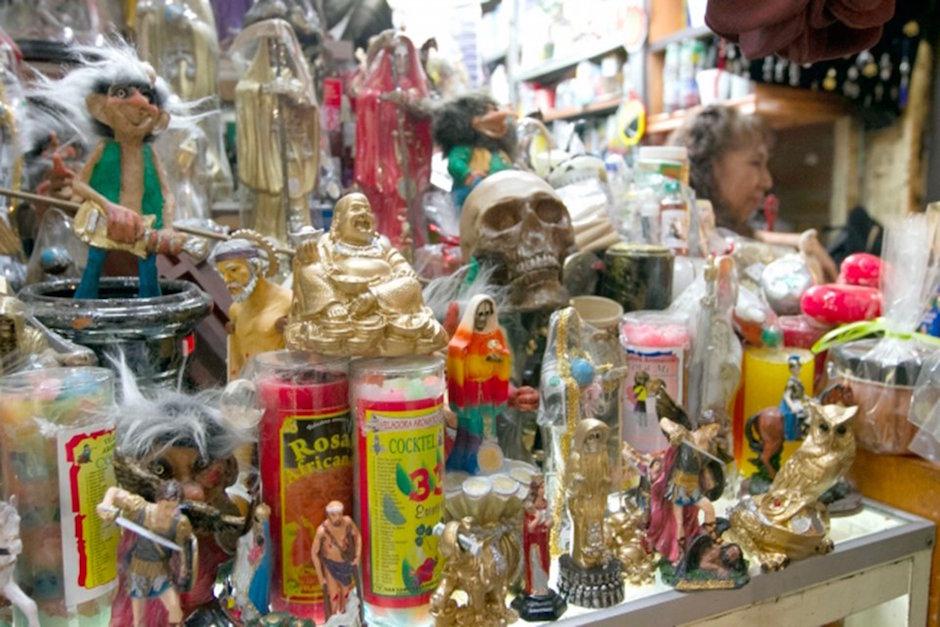 Mexicanos creen más en fe que en conocimiento científico