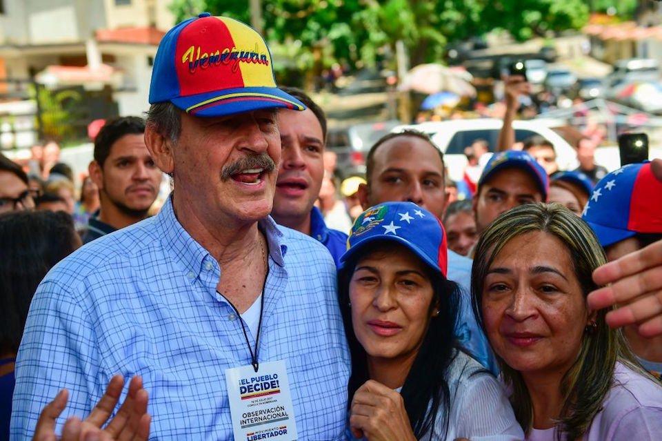 Votan 7 millones en consulta popular en Venezuela