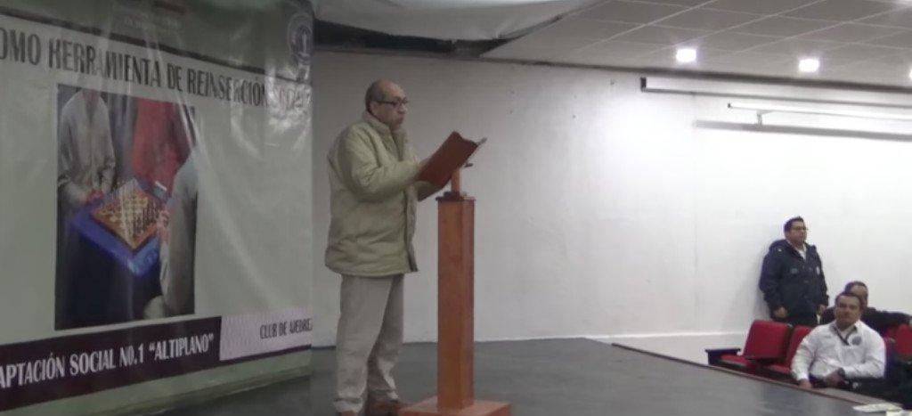 La Tuta dio discurso sobre el ajedrez en penal del Altiplano.