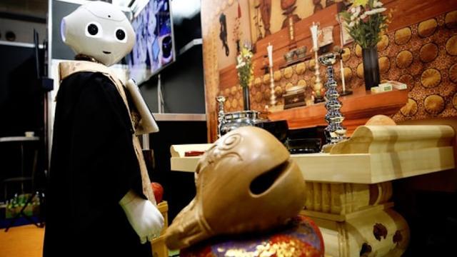 ¿El robot sacerdote de Japón sí podrá oficiar un funeral?