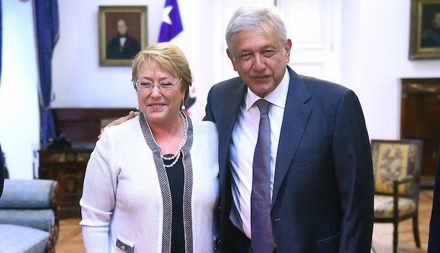 AMLO inicia gira en Sudamérica y se reúne con Bachelet