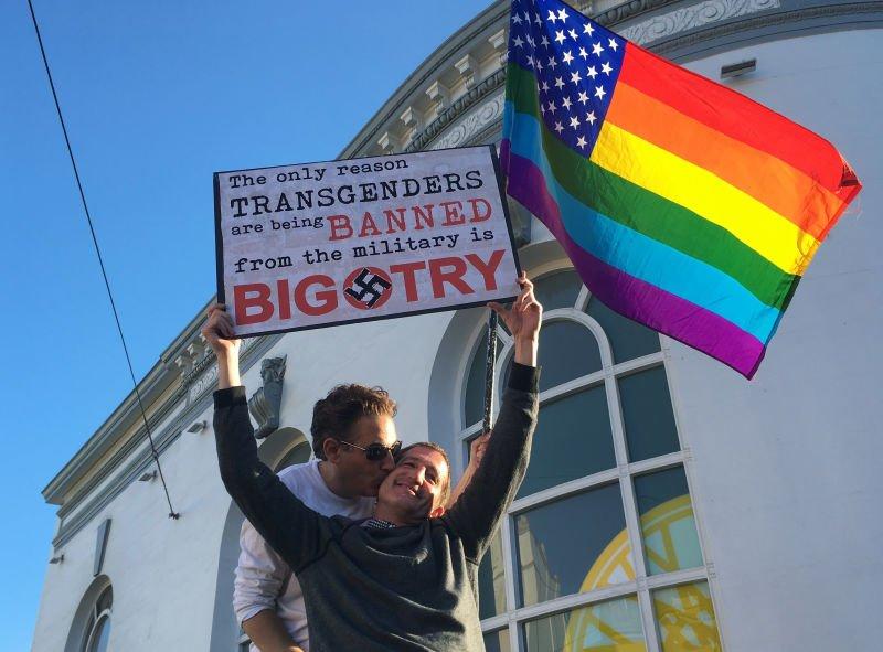 Trump prohibió gente trans en el ejército con orden ejecutiva
