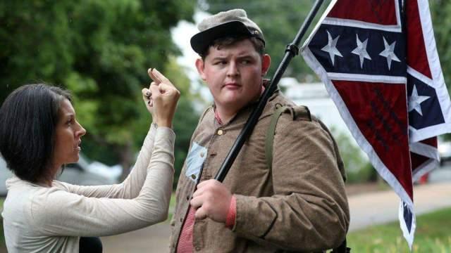 fuck da fascists y a Trump siempre, porque Trump