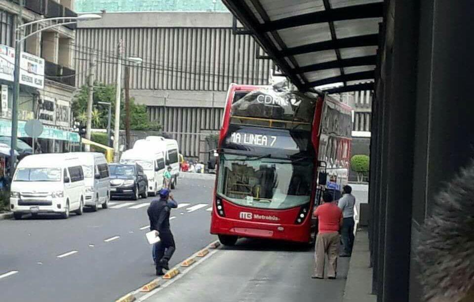 metrobús linea 7 línea 6 accidente