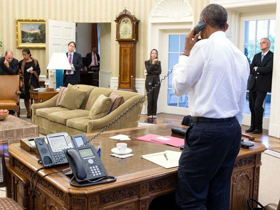 Obama llamando en la Oficina Oval y no para pedir comida
