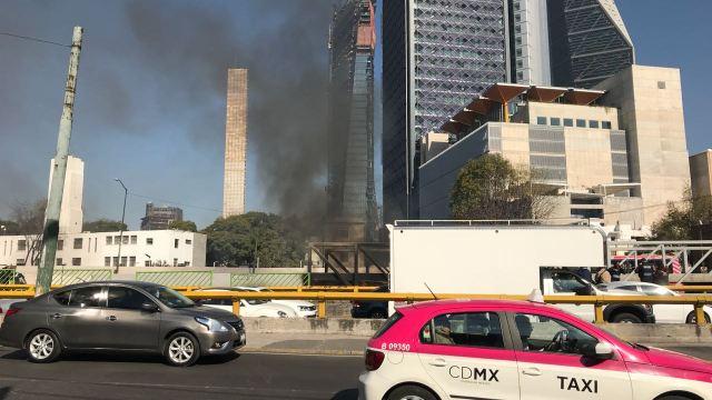 Incendio en Lieja y Chapultepec, usuarios reportan humo en metro