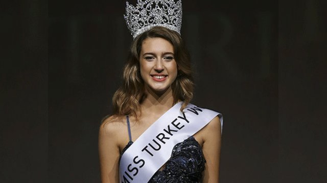 Miss turquia podría ir a la carcel por tuit del golpe de estado