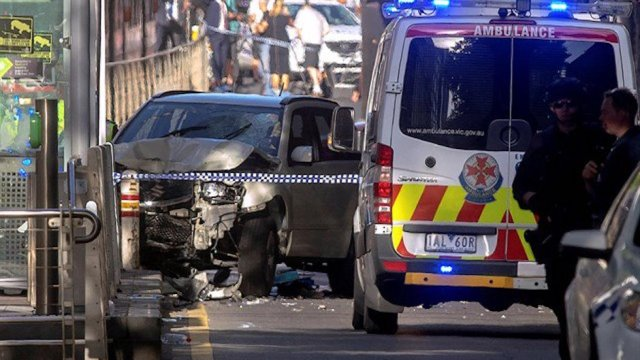 auto embiste a peatones en Melbourne Australia
