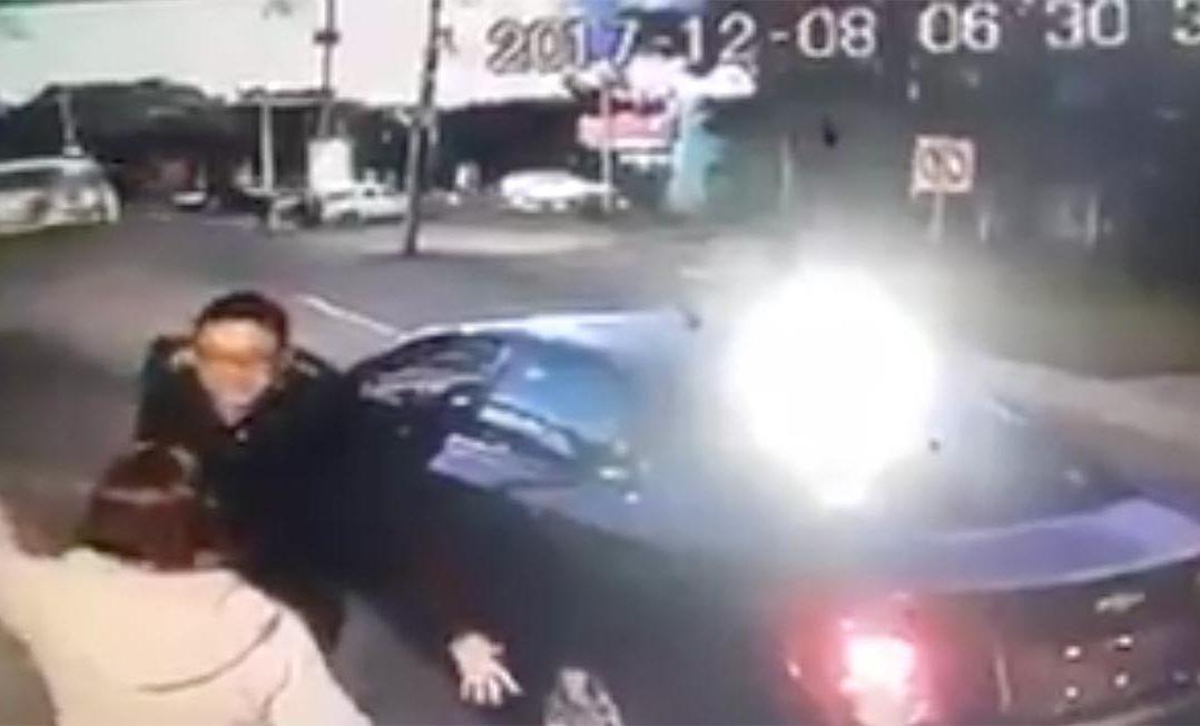 chofer de Cabify patea a mujer en Puebla