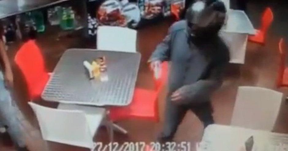 sujetos armados asaltan pizzeria en santa úrsula coapa