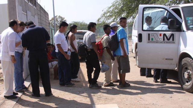 México deporta ilegalmente a miles de centroamericanos: AI