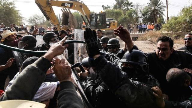 Gobierno de Baja California envía granaderos antimotines contra civiles de Mexicali Resiste