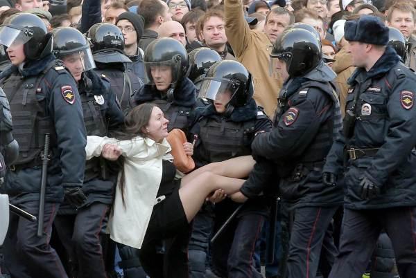 Activista ruso encarcelado por... un infalible de patito