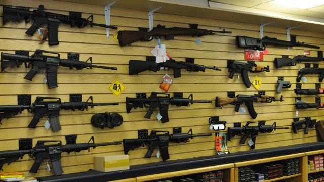Más de 200 mil armas entran ilegalmente a México desde EU cada año