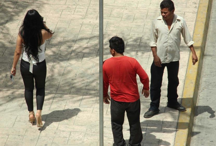Denuncian en Twitter acoso y agresiones, preguntando si a los hombres les pasa