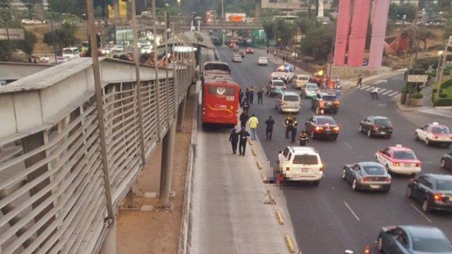 Ciclista muere atropellado por Metrobús y camioneta frente a Perisur