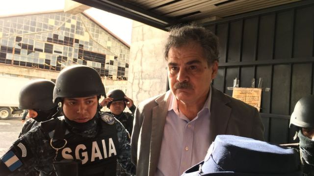 Detienen a expresidente de Guatemala y presidente de Oxfam por corrupción