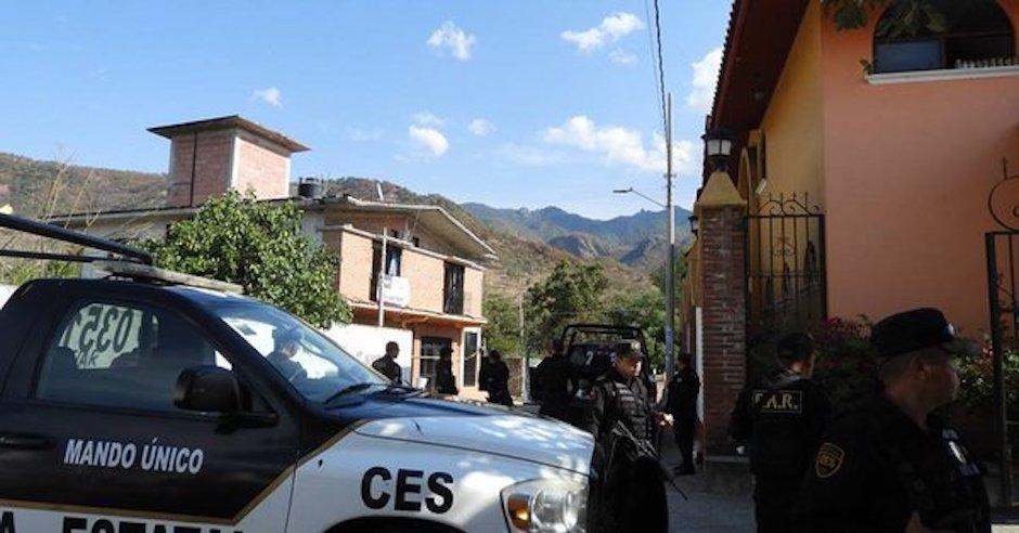 Treinta hombres armados asesinaron a policía en el Edomex