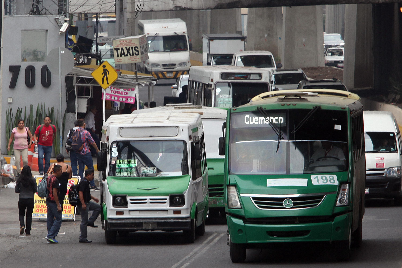A pesar de Mancera, peseros siguen circulando en CDMX