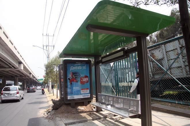 Metrobús sin llegar a Santa Fe, pero hay parabuses con publicidad