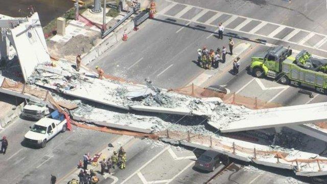 se desploma puente peatonal miami florida