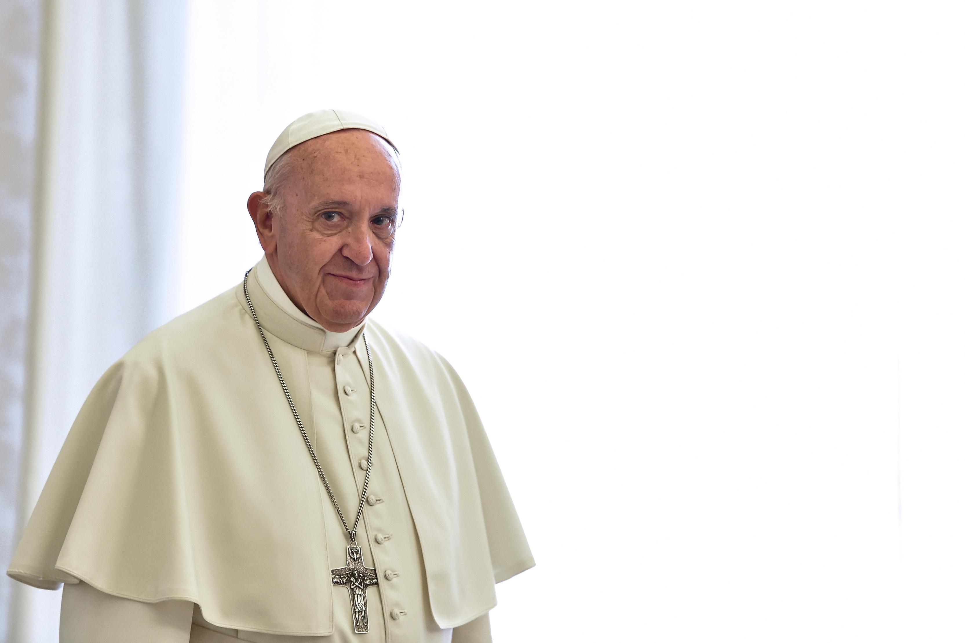 Francisco exhortó a los jóvenes que se resistan y no se callen