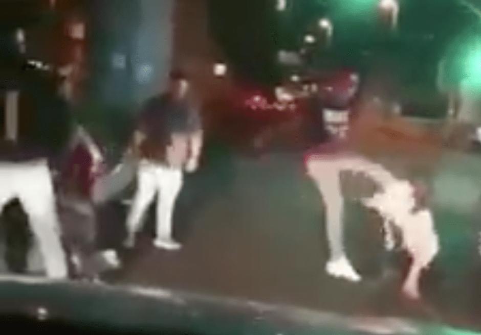 Maleantes golpean a hombre y pareja en plena Avenida Tláhuac