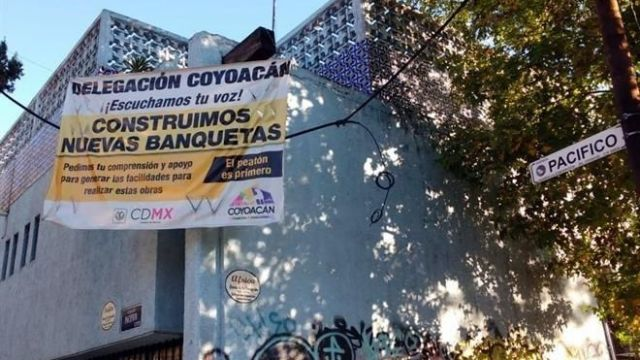 Vecinos denuncian cobro de banquetas en Coyoacán