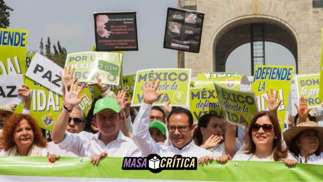 Mike Arriola lidera la marcha 'por la vida' en la CDMX