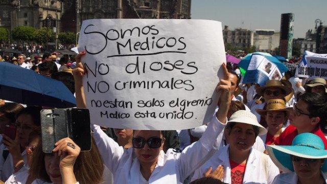 Luis M., médico acusado de homicidio doloso, es puesto en libertad
