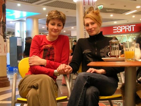 Pareja Lesbiana Escapa Rusia Canada Bote
