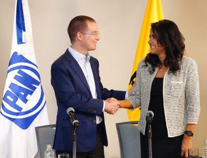 Barrales y Anaya firmando su acuerdo de contradicciones