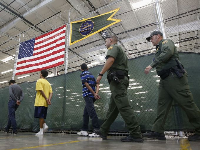 Menores en centro de detención de Arizona