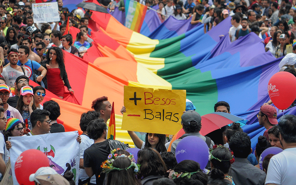¿Deben prohibir las 'terapias de conversión' en México?