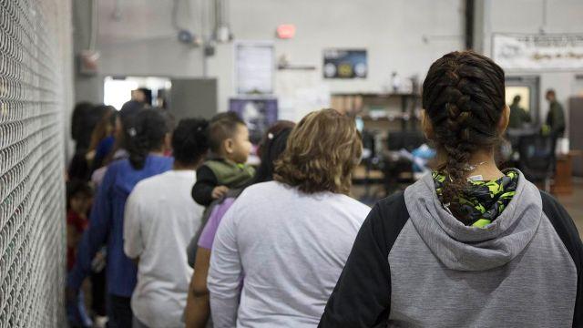 Padres deben firmar deportación voluntaria para ver a hijos